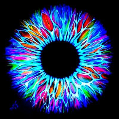 Vicky-Casellas.-Iris-fluorescente.-Arte-fluorescente.-80x80-cm.-Acrílico-sobre-lienzo-3