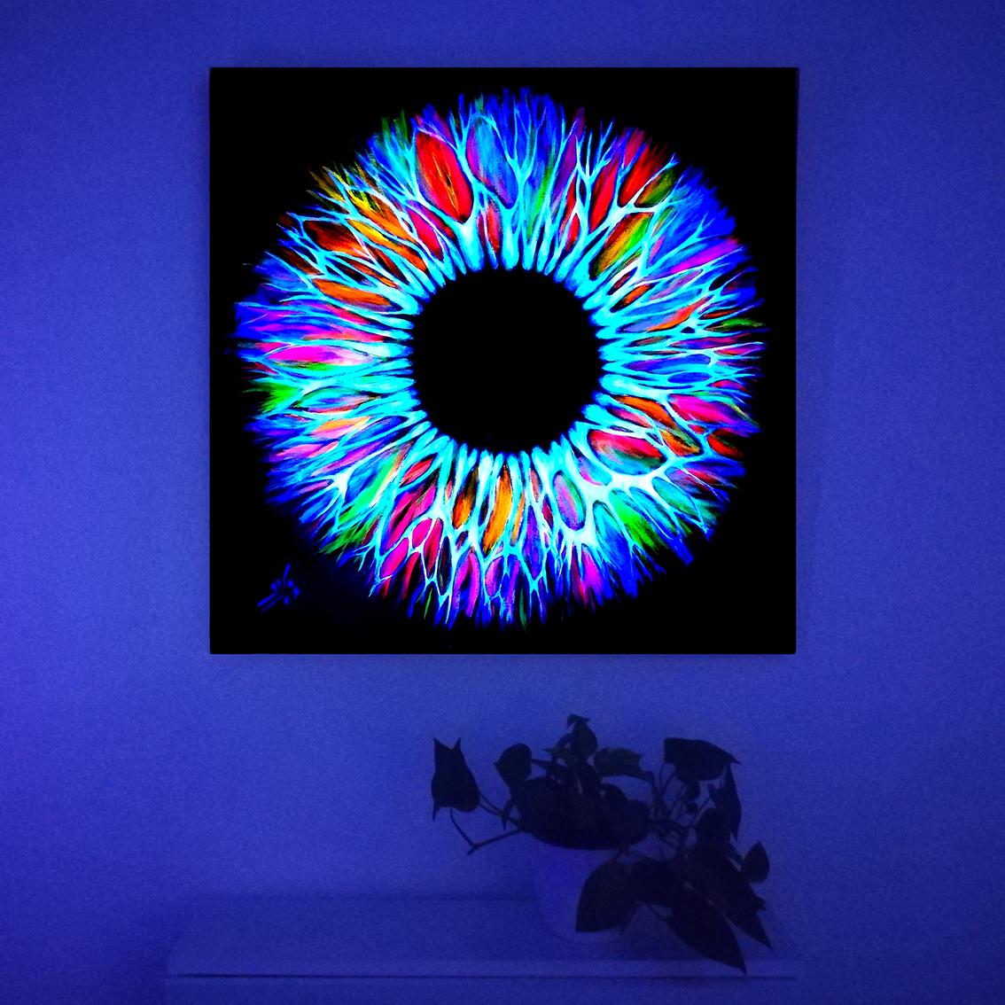 Vicky-Casellas.-Iris-fluorescente.-Arte-fluorescente.-80x80-cm.-Acrílico-sobre-lienzo