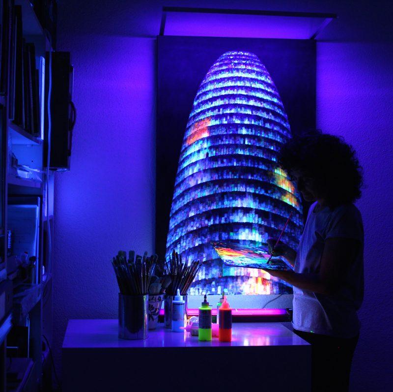 Vicky-Casellas.-Torre-Agbar.-Arte-fluorescente.jpg
